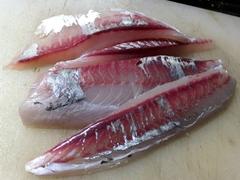 高知県宿毛市周辺で釣獲した真夏のロウニンアジの刺身 (10).jpg