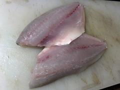 高知県宿毛市周辺で釣獲した真夏のロウニンアジの刺身 (8).jpg